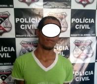 A Polícia Civil do Estado de Rondônia por meio da equipe de policiais de Mirante da Serra, capturou nesta quarta-feira (22/03), o foragido da justiça Adão Gomes Colombo, autor de...