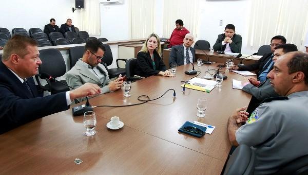 O deputado Jesuíno Boabaid (PMN), presidiu a Audiência de Instrução Legislativa realizada na manhã desta quinta-feira (20) para discutir e analisar os problemas da Central de Polícia de Porto Velho....