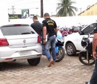 """A Polícia Civil de Mato Grosso efetuou seis prisões em Rondônia, resultado da operação """"Ares Vermelho"""" desencadeada em quatro estados nesta quinta-feira (17/08), contra roubo e furtos de veículos. Parte..."""
