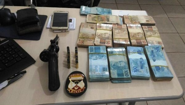 Na última quarta-feira (08/12), dois indivíduos, um de 31 e outro de 41 anos, foram presos com pedras de diamante, um revólver cal. 38 com 12 munições intactas e mais...
