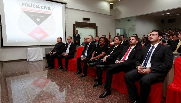 A sessão solene proposta por Léo Moraes teve a presença do presidente da ALE Maurão de Carvalho e autoridades da Policia Civil A Assembleia Legislativa realizou na última sexta-feira (08/12),...