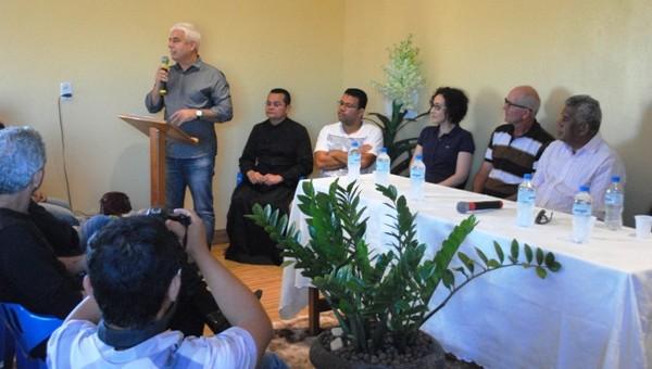 O Delegado-Geral da Polícia Civil, Eliseu Muller, participou na última segunda-feira (18/06), na cidade de Alto Paraíso, de uma reunião com a comunidade para tratar da possibilidade de implantação de...