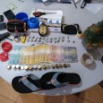 """Policiais Civis da Primeira Delegacia de Polícia Civil de Guajará-Mirim, em observação, passaram a monitorar a comercialização a """"céu aberto"""" de drogas que estava sendo praticada por A. da C.B...."""